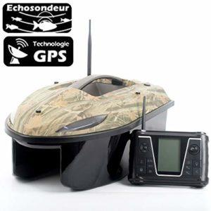 CARP DESIGN Bateau Amorceur Carpe Wave Breaker Camouflage, écho-sondeur, Compas et GPS intégrés, Batterie Lithium, 2 Moteurs Haute Performance, Double hélices, télécommande 2.4Ghz Digitale